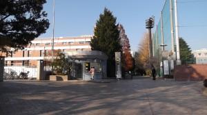 高千穂大学正門